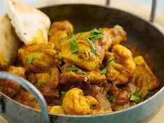 Oosters stoofpotje met kip, bloemkool en currykruiden