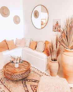 There are a variety of ways to accent your living room furniture, and they're easy to create when you choose the right Living Room Warm Color scheme. Boho Living Room, Living Room Decor, Barn Living, Room Ideas Bedroom, Bedroom Decor, Aesthetic Room Decor, Home And Deco, My New Room, Home Decor Inspiration