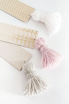 Chunky Tassel Bookmarks | Homey Oh MyMy whole family are big readers, and always give books as gifts. So it makes sense this Christmas to make some pretty bookmarks to go with those gifts! I love the chunky tassels on these, and it makes it harder to lose them down the side of the couch!