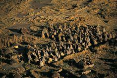 Huttes d'un village près de Goz Beïda, Tchad (12°13' N - 21°24' E).