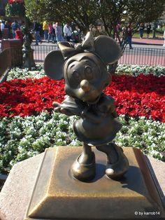 Minney Mouse Magic Kingdom Orlando Magic Kingdom Orlando, Garden Sculpture, World, Disney, Outdoor Decor, The World, Disney Art
