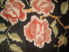 keinutuolin matto,  näitä ryijymattoja oli 2 kpl , toinen äidin siskolla Heinolassa.
