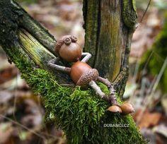 Acorn elf resting on the branch postcard - Christmas crafts - Acorn Crafts, Pine Cone Crafts, Fall Crafts, Wood Crafts, Christmas Crafts, Crafts With Acorns, Kids Nature Crafts, Summer Crafts, Garden Crafts