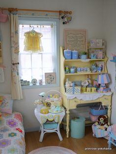 Primrose-Yokohama maririnのブログ Baby Doll Nursery, Baby Bedroom, Yokohama, Doll Display, Vintage Display, Vintage Kitchenware, Kid Spaces, Kids Decor, Colorful Interiors