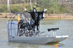 19/31   Photo du water stunt show, Jim Bond H2O situé à Holiday-Park (Allemagne). Plus d'information sur notre site http://www.e-coasters.com !! Tous les meilleurs Parcs d'Attractions sur un seul site web !!