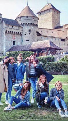 Mina was transferred to JYP Arts School for her amazing dancing and v… Nayeon, J Pop, Kpop Girl Groups, Korean Girl Groups, Kpop Girls, Twice Dahyun, Tzuyu Twice, Oppa Gangnam Style, The Band