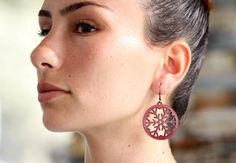These are laser cut circle earrings made from vegetable tanned cowhide leather. Leather Earrings, Leather Jewelry, Diamond Earrings, Drop Earrings, Cowhide Leather, Crochet Earrings, Trending Outfits, Unique Jewelry, Handmade Gifts