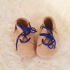 Handmade Leather Baby Booties that you can make yourself from leather scraps (with pattern)!