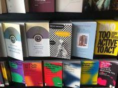 Witte vlag in Stedelijk Museum bookshop