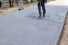 Odciskanie wzoru w betonie