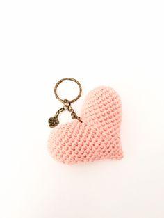 corazones - llavero ganchillo - crochet keyring - corazón personalizado - personalized heart de Inayass en Etsy