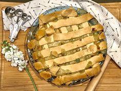 The best creamy homemade chicken pot pie with decadent buttery crust! #comfortfood #chickenpotpie #buttercrustrecipe