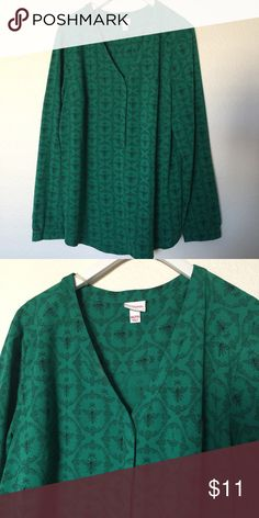 NWOT Target blouse with bee print, XXL This blouse has the best print of bees on a jelly green background! I never wore it, bought it too big because I wanted an oversized fit. Size XXL, more like an XL Merona Tops Tees - Long Sleeve