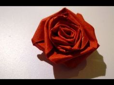 Quilled roses - Roses en papier roulé by hand or with tool Neli Quilling, Quilling Studs, Quilling Videos, Quilling Dolls, Quilled Roses, Paper Quilling Jewelry, Paper Quilling Designs, Quilling Craft, Quilling Techniques