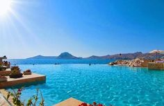 12 Places To Swim With The Clearest, Bluest Waters Pamukkale, Amazing Places On Earth, Beautiful Places, Republic Of Turkey, Private Garden, Dream Vacations, First Photo, The Good Place, Swimming Pools