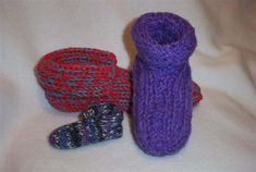 Double Knit Slippers - a pattern that allows you to knit these slippers in any size, with any yarn and any loom.  Several variations.