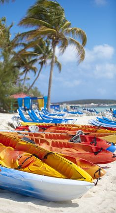 Glide through the waters of CocoCay on a two-person kayak. Go on an adventure and learn about the marine life of the island.