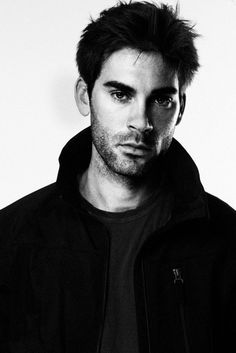 I suddenly find myself in love with Drew Fuller. Why didn't I notice his hotness in charmed!? Probably because I was just a youngin.