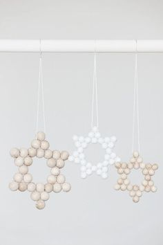 christmas deco with wooden beads Noel Christmas, Scandinavian Christmas, Winter Christmas, Christmas Ornaments, Wooden Ornaments, Diy Hanukkah, Hanukkah Decorations, Hannukah, Wooden Stars