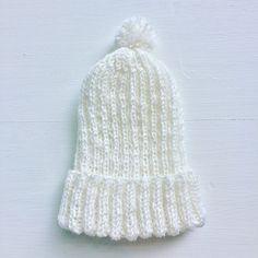 White wool cap for baby.  100% handmade 100% merinoull Wash at 40º  Hvit ullhette til baby.  100% håndlaget 100% merinoull Vask ved 40º