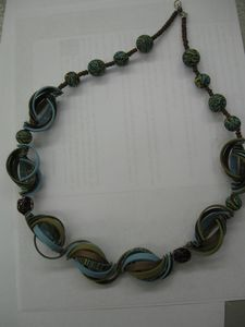 Madeleine's tutorial on making these beads.