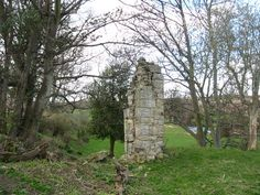 In the mid-1200s Sir John St Clair of Herdmanston built a chapel for his family's use. This is a surviving arch.    ॐ}*{ॐ