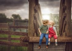 Photography siblings. Kisses and love. Children photography. Natural light. Fine Art children photography. Melbourne Family Photography