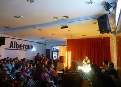 Albergue Teruel Internacional. Fue un día intenso. Mañana; bebés. Tarde; familiar-infantil. Noche; adultos. Basketball Court, Concert, Night, Colors, Bebe, Concerts