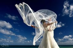 Destination Wedding Cancun Moon Palace, stunning bride!  Mexico wedding photographers Del Sol Photography