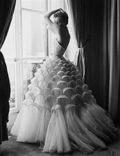 Wedding dresses and trends for 2013: Long wedding dresses