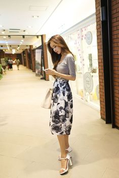 Floral skirt outfit, especially like the shoes
