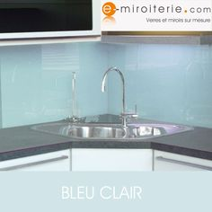 √ Outstanding Stainless Steel Kitchen Splashback Inspirations Trends In 2019 View more inspirations about Kitchen tiles, Kitchens and Topps tiles. Kitchen Splashback Inspiration, Kitchen Remodel, Kitchen Splashback, Kitchen Tiles Design, Kitchen Flooring Options, Kitchen Styling, Laminate Kitchen, Timber Kitchen, Kitchen Renovation