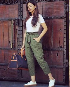6 easy weekend outfits that still look chic Indian Fashion Dresses, Girls Fashion Clothes, Fashion Pants, Look Fashion, Fashion Outfits, Clothes For Women, Fashion Beauty, Basic Clothes, Women's Clothes