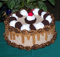 Peanut butter cup treasure cake #cake #crochet