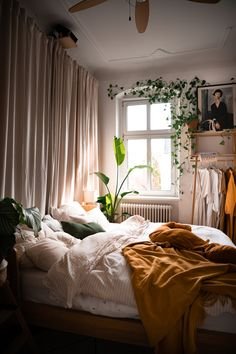 Bedroom Inspo, Bedroom Decor, Bedroom Interiors, Interior And Exterior, Interior Design, Cafe House, Small Room Bedroom, New Homes, House Design