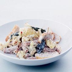 Cremet pasta med blomkål, kylling - og salvie