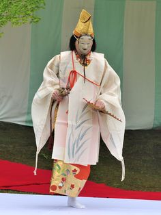 A Noh dancer performing at a Kyokusui No En (a Heian Era poetry party)