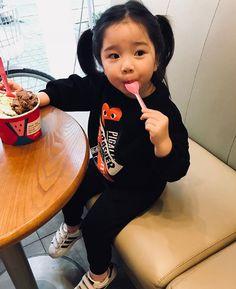 》Pinterest: Hayul《 Cute Asian Babies, Korean Babies, Asian Kids, Cute Babies, Cute Little Baby, Cute Baby Girl, Cute Family, Family Kids, Kids Girls