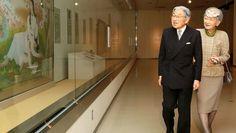 Emperor Akihito and Empress Michiko visit the Nara Prefectural Museum of Art in Nara on Nov. 17. (Masaki Yamamoto)