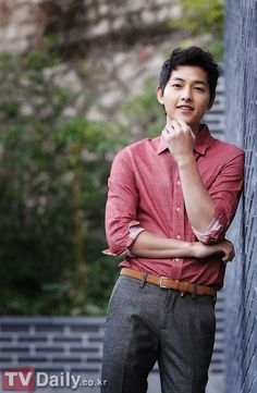 Actor Song Joong Ki will be discharged from the army in May, and there are reports that the actor is seriously considering taking the lead role in star writer Kim Eun Sook's new project 'Descendants of the Sun' which will air later this year on KBS Korean Star, Korean Men, Asian Men, Park Hae Jin, Park Seo Joon, Daejeon, Asian Actors, Korean Actors, Korean Dramas