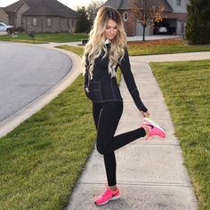 Nothing motivates me to work out faster than a cute outfit  {jacket and leggings from @senita athletics    get a free workout headband with a $20 purchase using code:hollieheadband } shoes here --> www.liketk.it/21lVW #liketkit #teambellami #bellamiashbrownashblonde