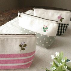 Embroidery Purse, Coin Bag, Bag Patterns To Sew, Patchwork Bags, Fabric Bags, Little Bag, Zipper Bags, Pouch Bag, Small Bags