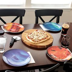 The Planet Plates are a set of lightweight dinnerware plates that are made to look exactly like the planets in our solar system. Perfect for the space or astronomy nerd who's looking to. Cool Kitchen Gadgets, Cool Gadgets, Cool Kitchens, Cool Fathers Day Gifts, Take My Money, Good Good Father, Teller, Plate Sets, Home Decor Accessories