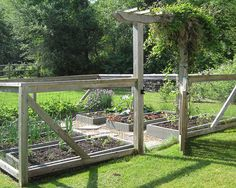 Vegetable Garden Fencing Ideas for Your Inspiration : Vegetable Garden Fencing Ideas For Traditional Landscape Using Rail Fence