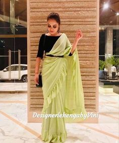 Trendy Sarees, Stylish Sarees, Fancy Sarees, Indian Fashion Dresses, Dress Indian Style, Indian Designer Outfits, Bengali Saree, Indian Sarees, Saree Wearing Styles