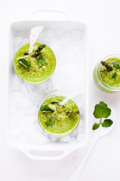 This asparagus & watercress gazpacho is the perfect starter to any summer meal Raw Food Recipes, Gourmet Recipes, Soup Recipes, Healthy Recipes, Healthy Soup, Gaspacho Recipe, Soup Kitchen, Asparagus Recipe, Light Recipes