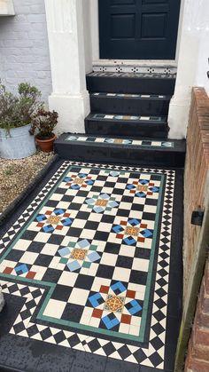 Edwardian House, Victorian Homes, House Extension Design, House Design, Hallway Decorating, Interior Decorating, Terrace House Exterior, Hallway Inspiration, Hallway Designs