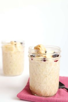 Banana peanut butter overnight oats - spoonful of kindness. Peanut Butter Overnight Oats, Vegan Overnight Oats, Peanut Butter Roll, Peanut Butter Recipes, Peanut Butter Banana, Milk Recipes, Vegan Recipes, Jar Recipes, Vegan Blogs