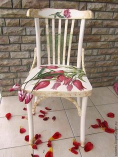 Decoupage and painting of the old chair. Hand Painted Chairs, Funky Painted Furniture, Decoupage Furniture, Paint Furniture, Handmade Furniture, Repurposed Furniture, Furniture Projects, Furniture Makeover, Cool Furniture