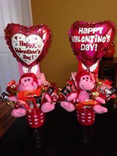 60 DIY Valentine's Day Gift Baskets & Bouquets for - San Valentin Regalos Caja Valentines Day Baskets, Valentine Gifts For Kids, Valentines Gifts For Boyfriend, Valentine Day Crafts, Valentine Decorations, Happy Valentines Day, Candy Bouquet Diy, Valentine Bouquet, Liquor Bouquet